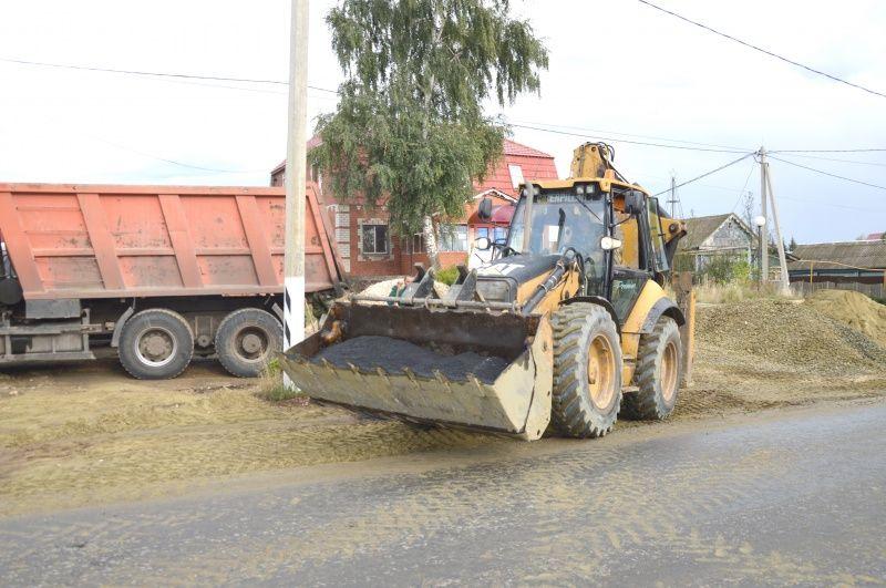 Нацпроект «Безопасные качественные дороги». На автодороге Лямбирь – Черемишево обустраиваются площадки под автобусные остановки