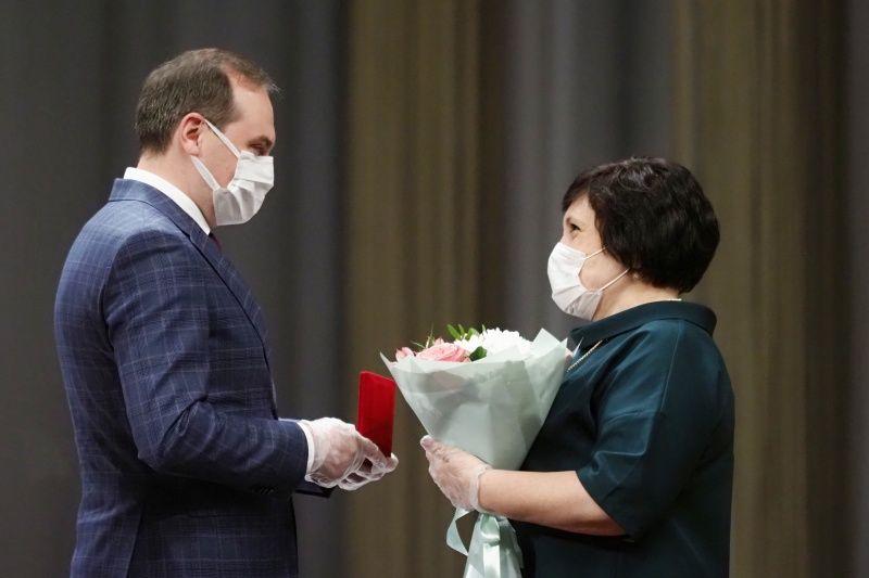 Артём Здунов поздравил социальных работников с профессиональным праздником