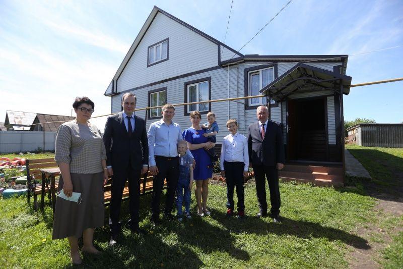 Жители села Старое Чамзино Большеигнатовского района поблагодарили Артёма Здунова за дорогу